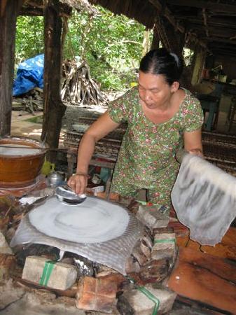 rice-paper-making-demonstratio