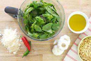 Basil-Pesto-ingredients