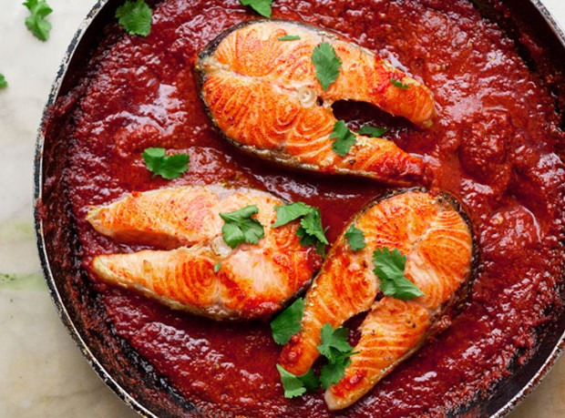 salmon-steaks-with-spicy-tomato-sauce-646-620x459